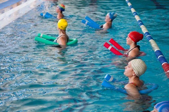 жінки у воді