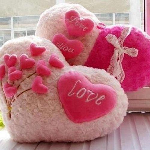 Що подарувати дівчині на День святого Валентина: ідеї для подарунків