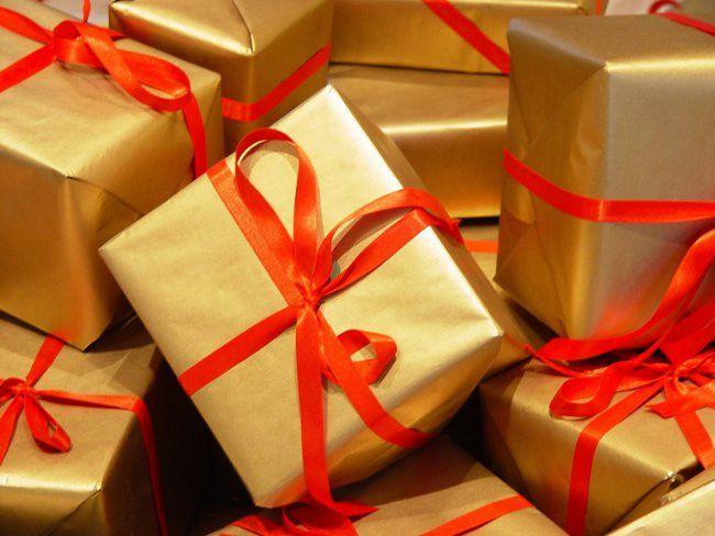 Що подарувати на 8 Березня колегам?
