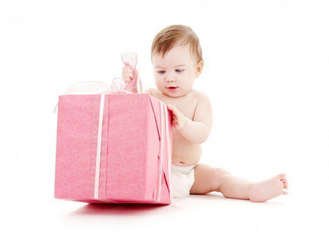 Що подарувати новонародженому?