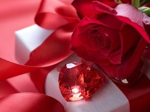 Що подарувати подрузі на День святого Валентина: ідеї для втілення своїми руками