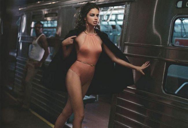 Фото оголеної Адріани Ліми в метро