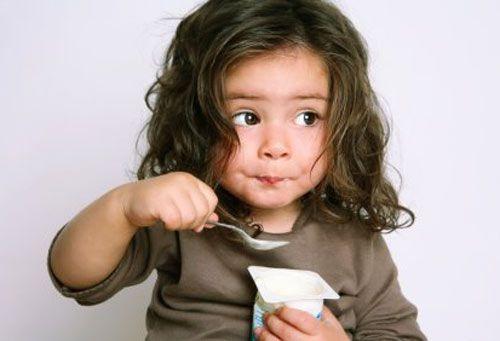 Як навчити дитину їсти ложкою і виделкою?