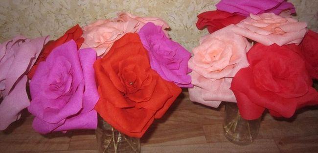 Як зробити квіти з гофрованого паперу: майстер-клас