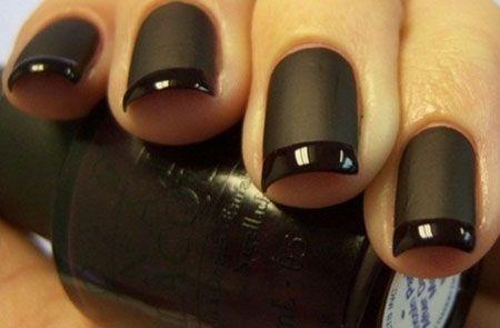 Чорний лак для нігтів