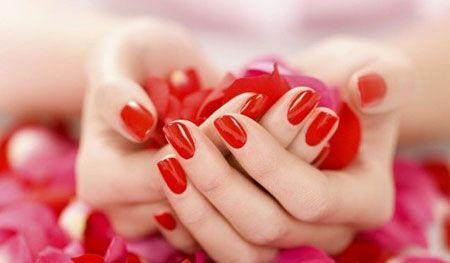 Ягідні і винні відтінки лаку для нігтів