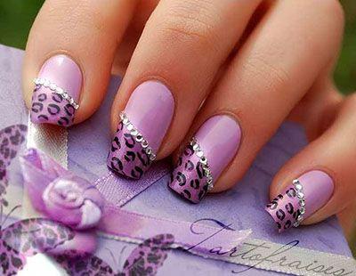 Цієї зими акутальнимі залишаються ніжні пастельні відтінки не тільки в одязі, а й на нігтях