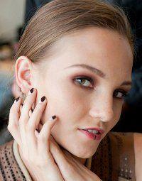 Модний лак для нігтів 2012