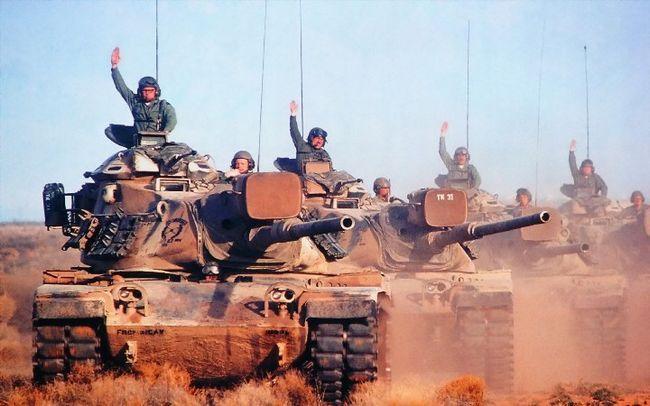 військові на танках