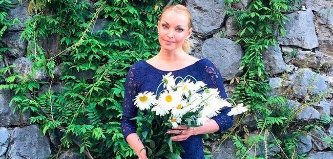 Анастасія Волочкова відпочиває в Криму